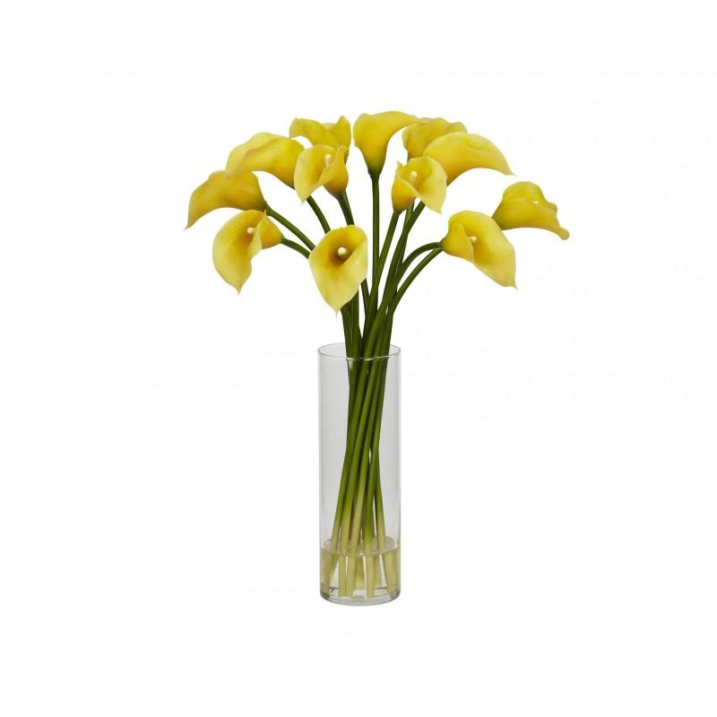 15 желтых калл в вазе