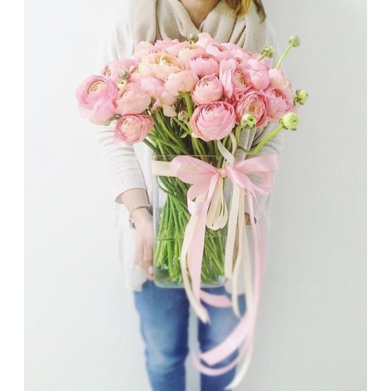 51 розовый ранункулюс в вазе