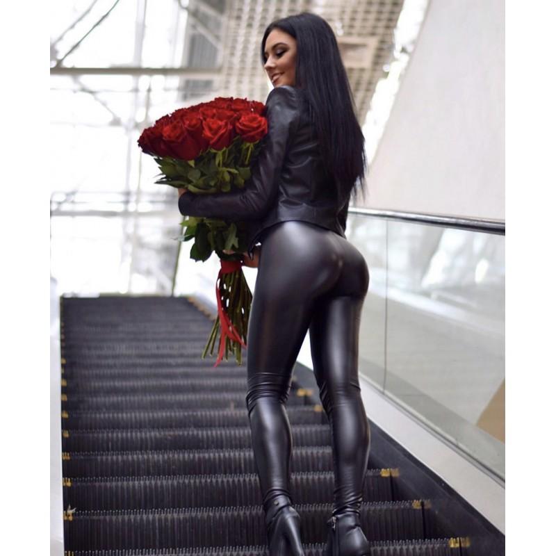 35 красных роз Эксплорер 80 см.